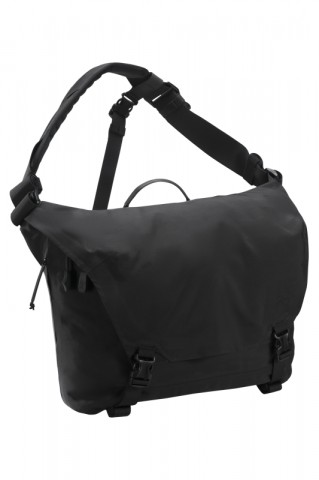 18-Courier-15-Bag-Black.png